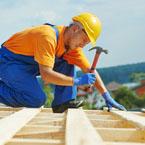 Nasze ekipy dekarskie i ciesielskie zadbają o sprawną realizację projektu dachu.